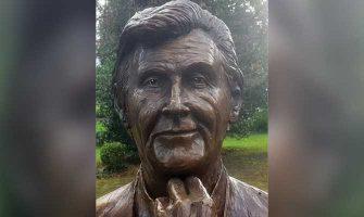 Mick Smurfit statue