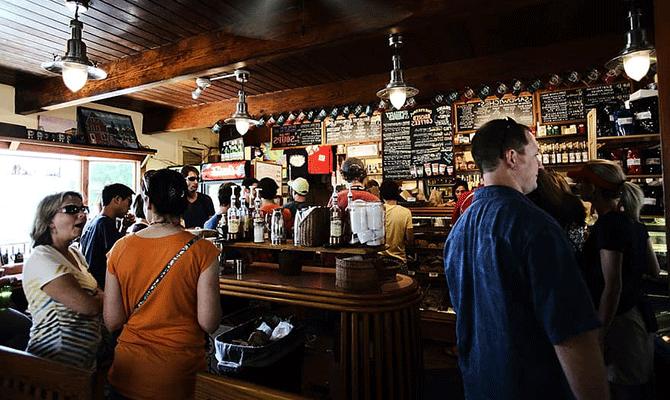 bar-pub-restaurant-drink-people-talk-liquor-chatting-interactions
